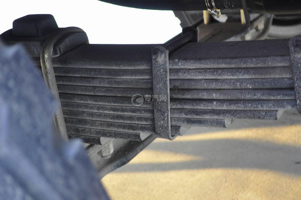 解放J6P前四后八平板运输车钢板弹簧二