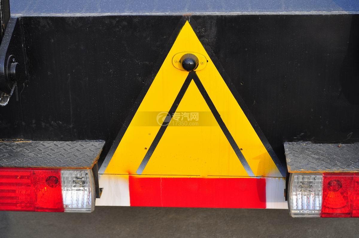 解放J6P前四后八平板运输车车尾警示标示