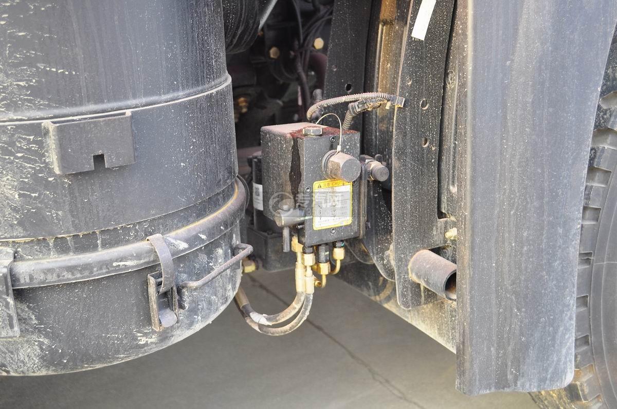 解放J6P前四后八平板运输车驾驶室翻转装置