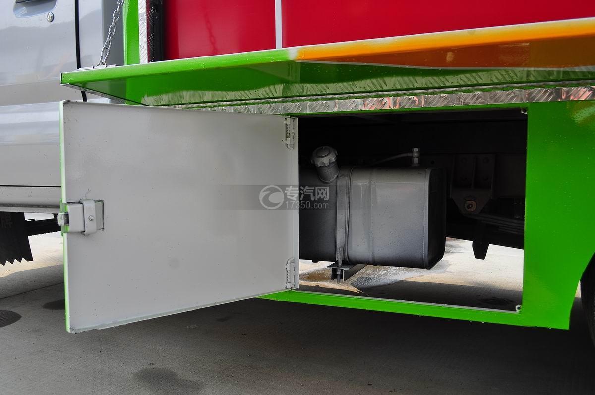 重汽王牌W1流动售货车油箱