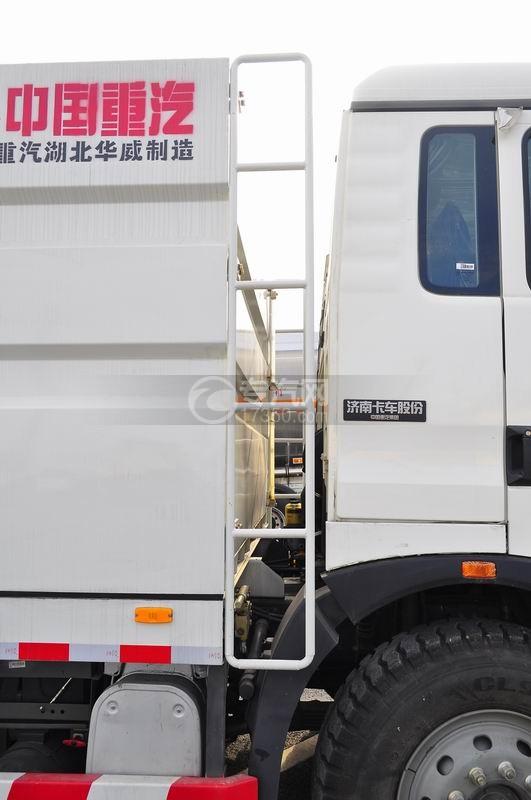 重汽豪沃T5G 210 单桥洗扫车爬梯