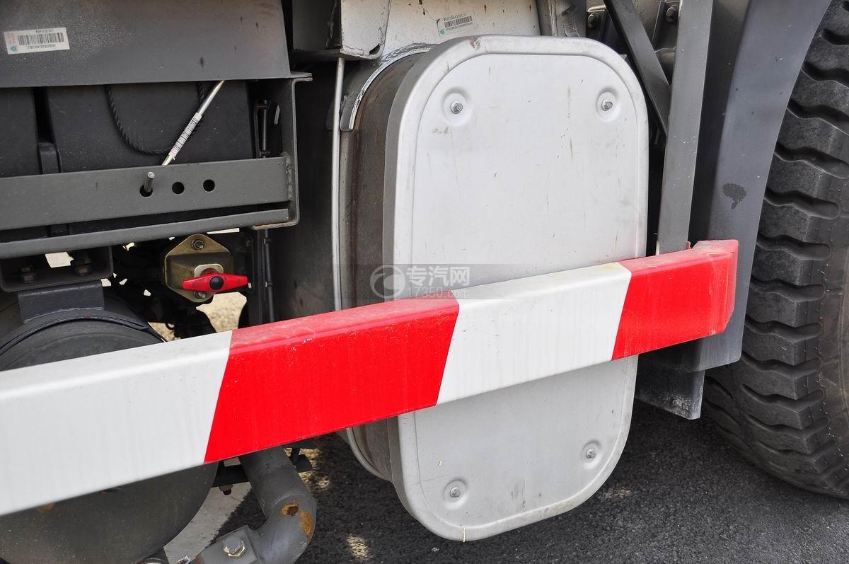 重汽豪沃T5G 210 单桥洗扫车油箱一