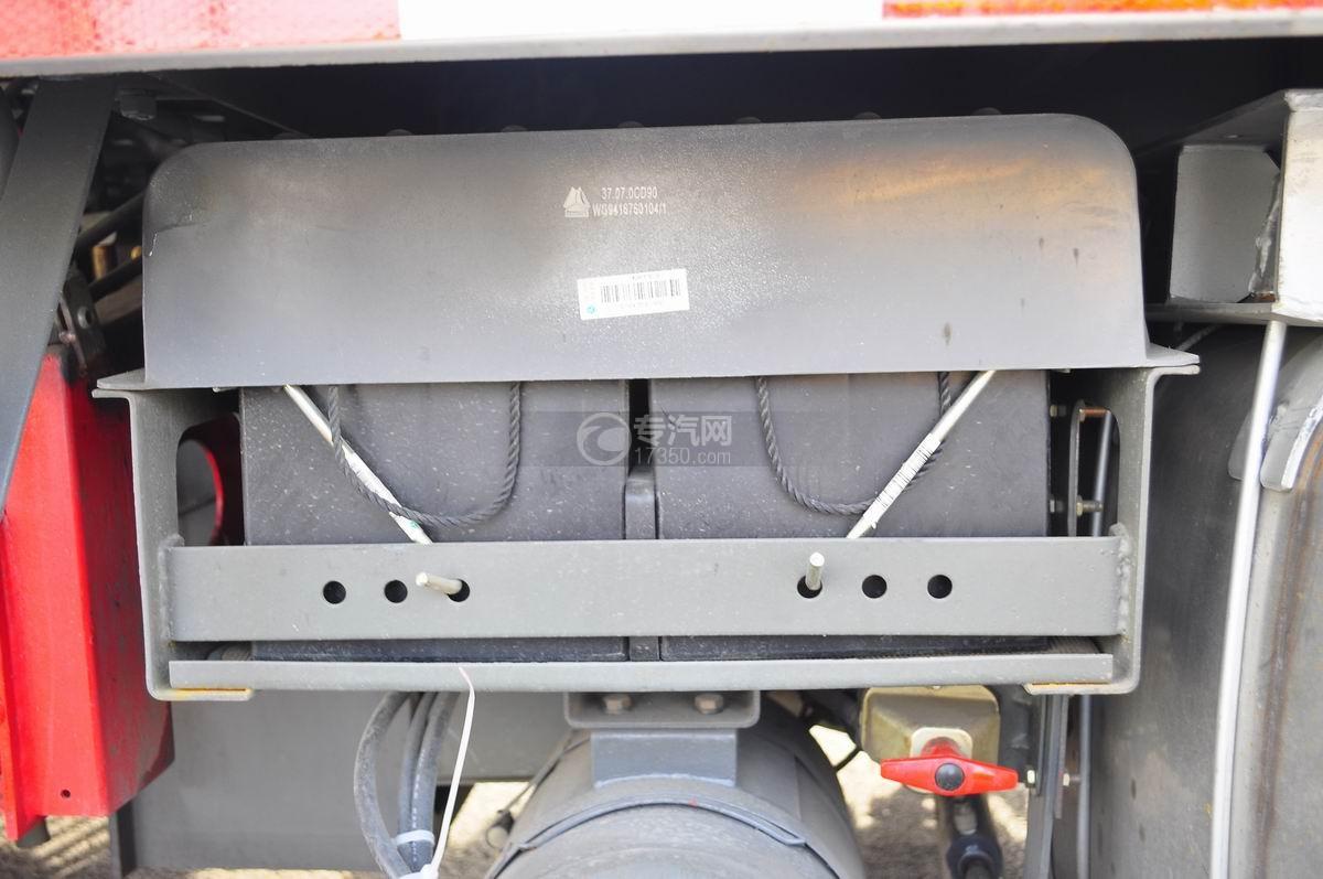 重汽豪沃T5G 210 单桥洗扫车油箱二