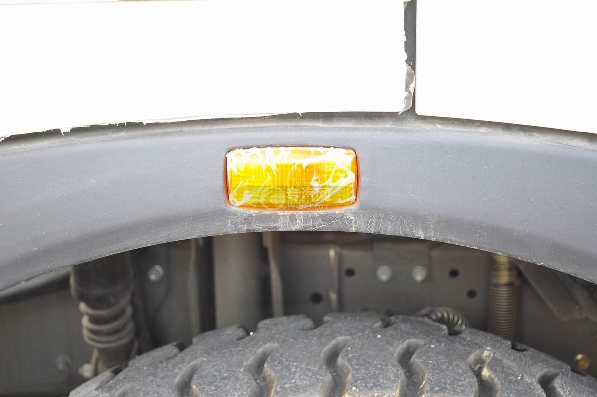 重汽豪沃T5G 210 单桥洗扫车侧廊灯二