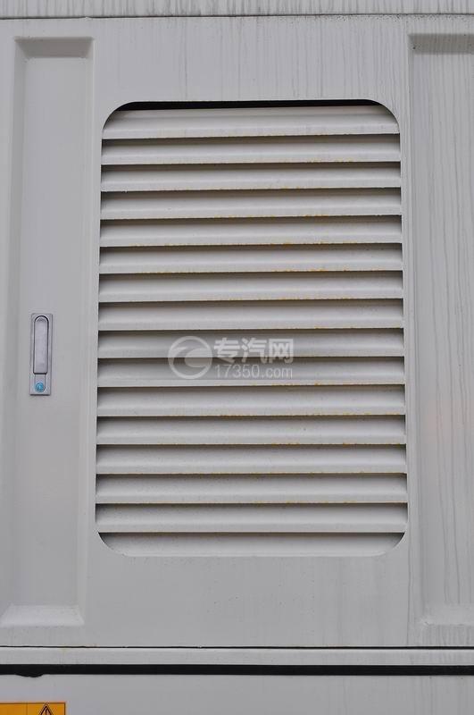 重汽豪沃T5G 210 单桥洗扫车发动机和风箱散热窗