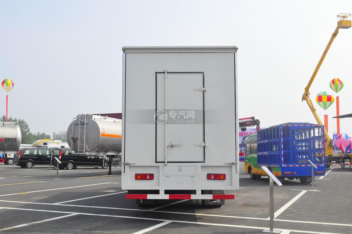 东风天锦7.6米流动舞台车后面图