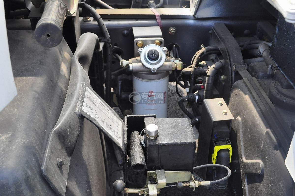 东风天锦7.6米流动舞台车柴油滤清器