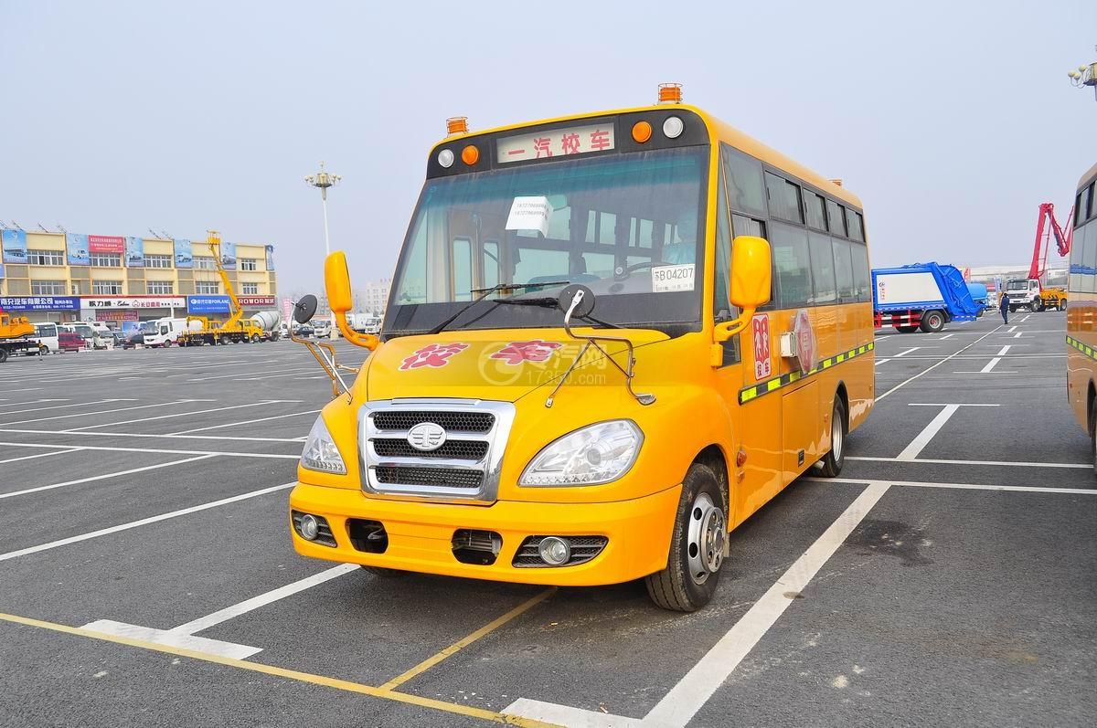 解放31座幼儿园校车左前面