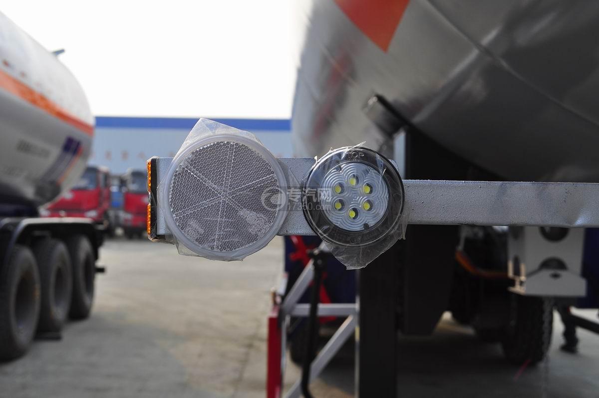59.73方液化石油气体(丙烷)运输半挂车示廓灯