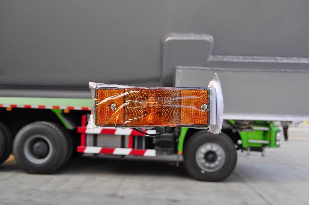 59.73方液化石油气体(丙烷)运输半挂车侧面警示灯