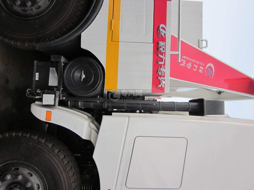 北奔重卡V3前四后八拖吊连体清障车空气滤清器