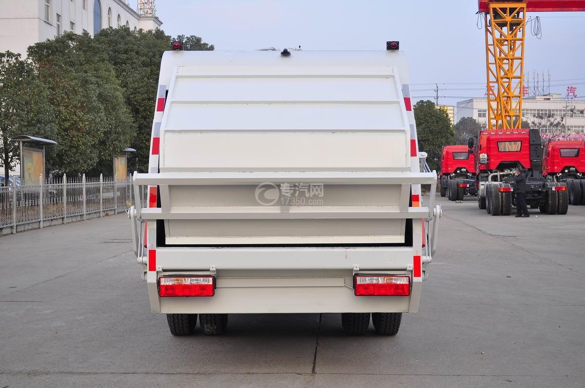 东风凯普特压缩式垃圾车后面图