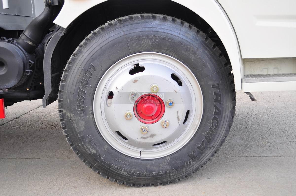东风凯普特压缩式垃圾车前轮轮胎