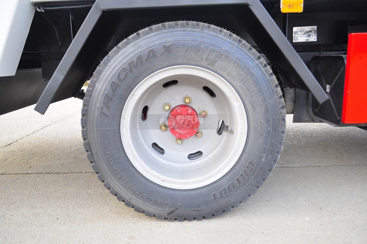 东风凯普特压缩式垃圾车后轮轮胎