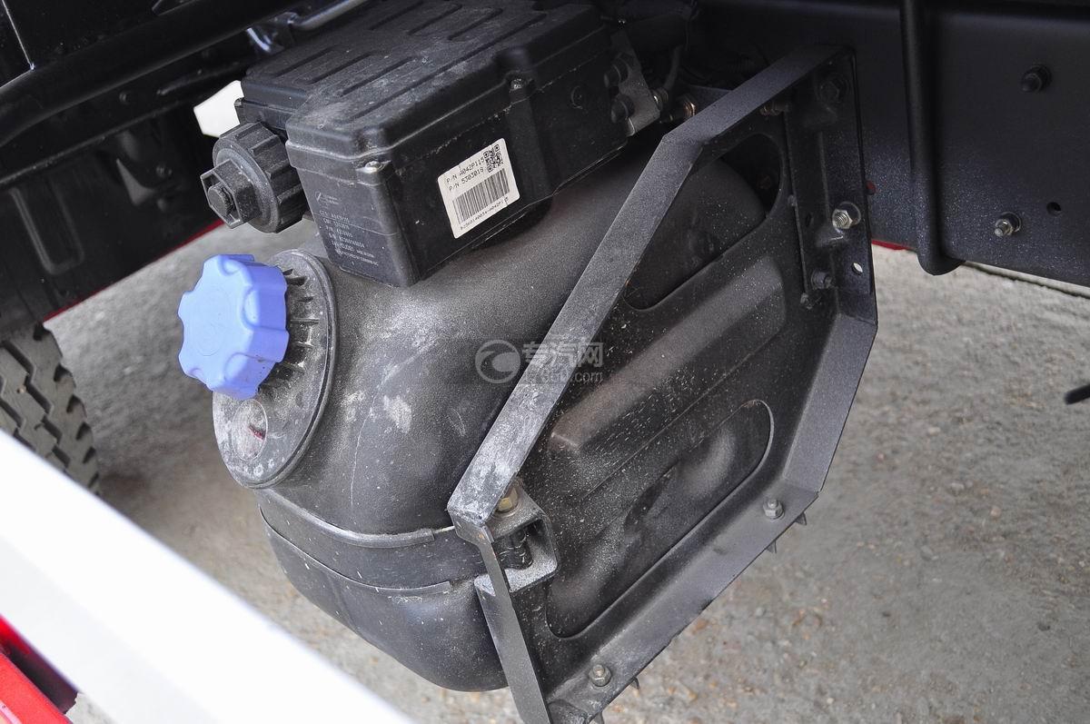 东风凯普特压缩式垃圾车尿素罐