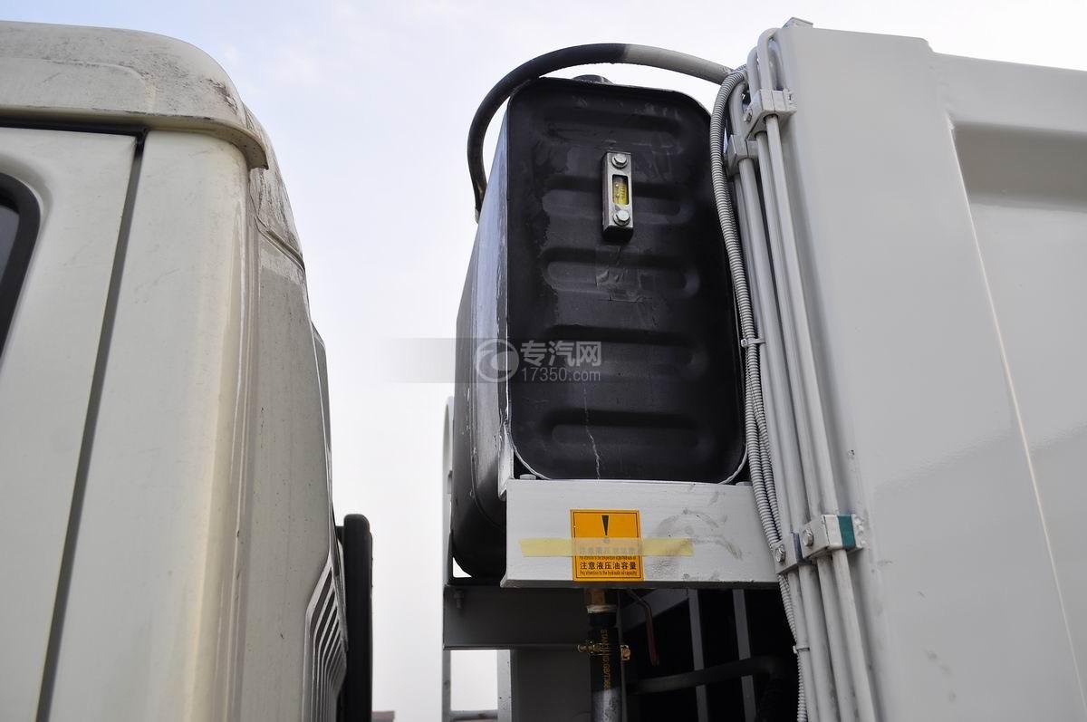 东风凯普特压缩式垃圾车液压油箱