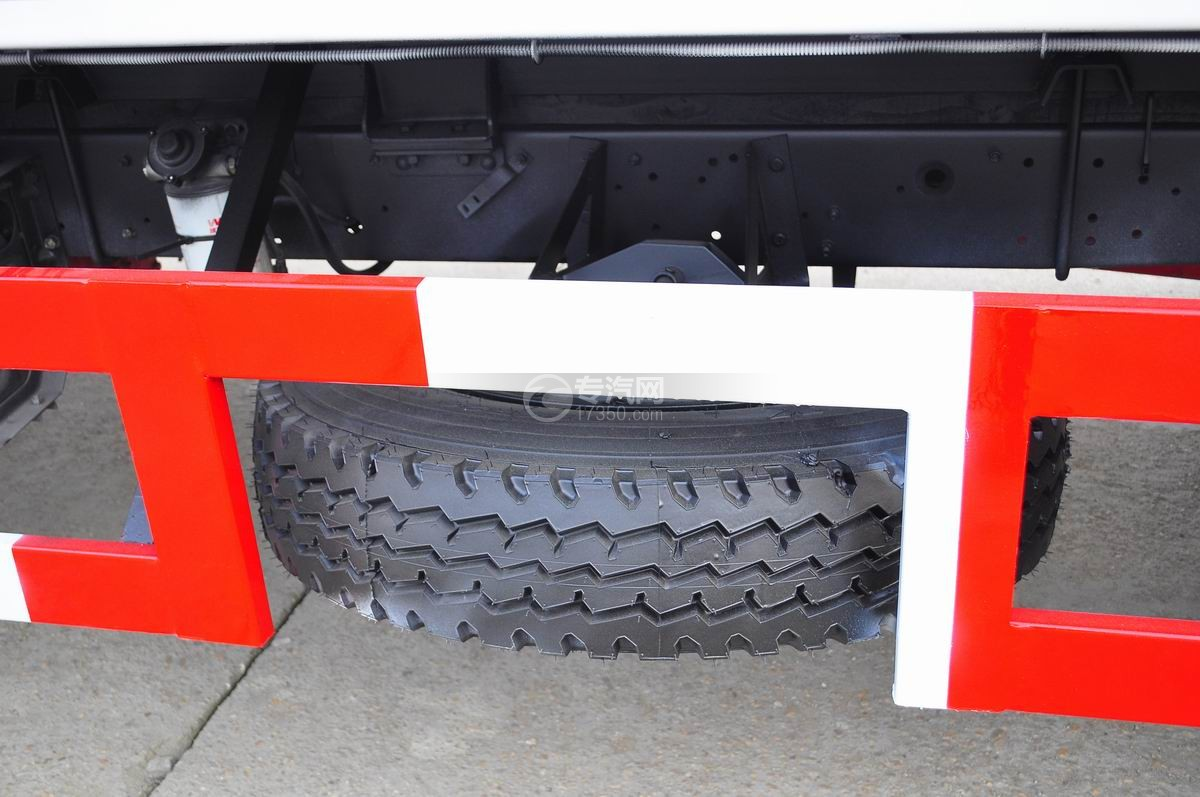 东风凯普特压缩式垃圾车备用轮胎