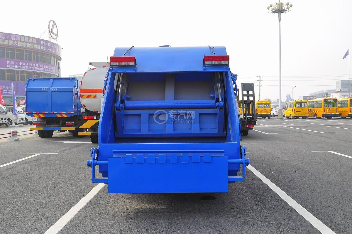 东风多利卡压缩式垃圾车后面图