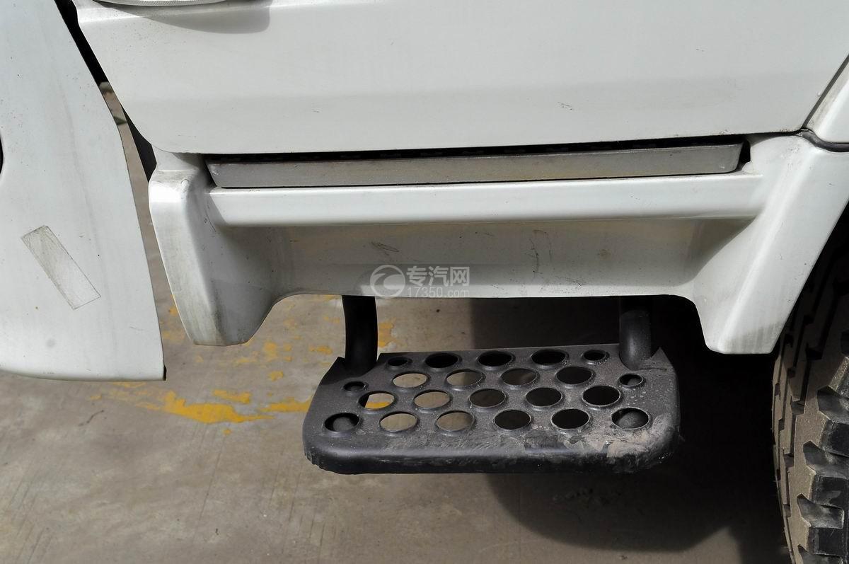 东风神宇御虎3.47方搅拌车上下车踏板