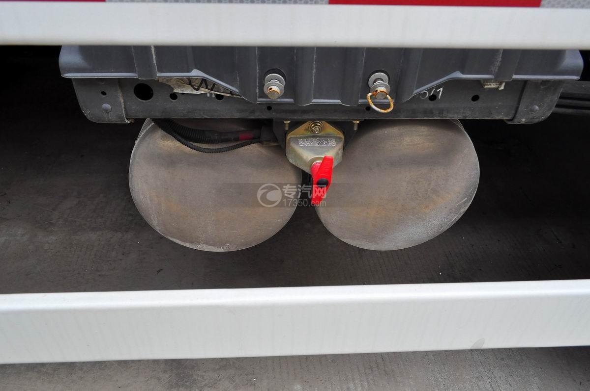 重汽斯太尔前四后八混凝土搅拌车电瓶、电瓶开关、储气筒