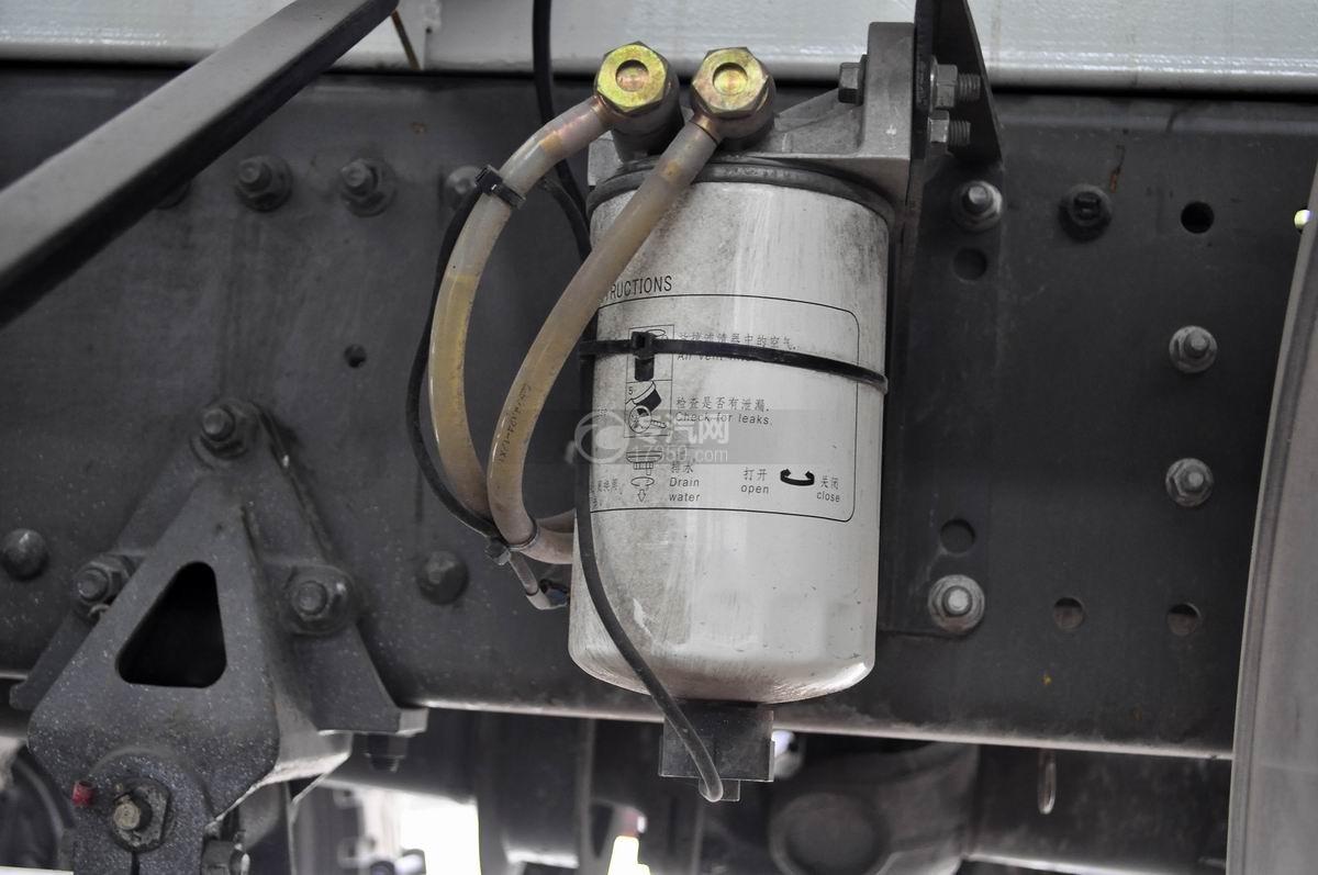 重汽斯太尔前四后八混凝土搅拌车柴油滤清器