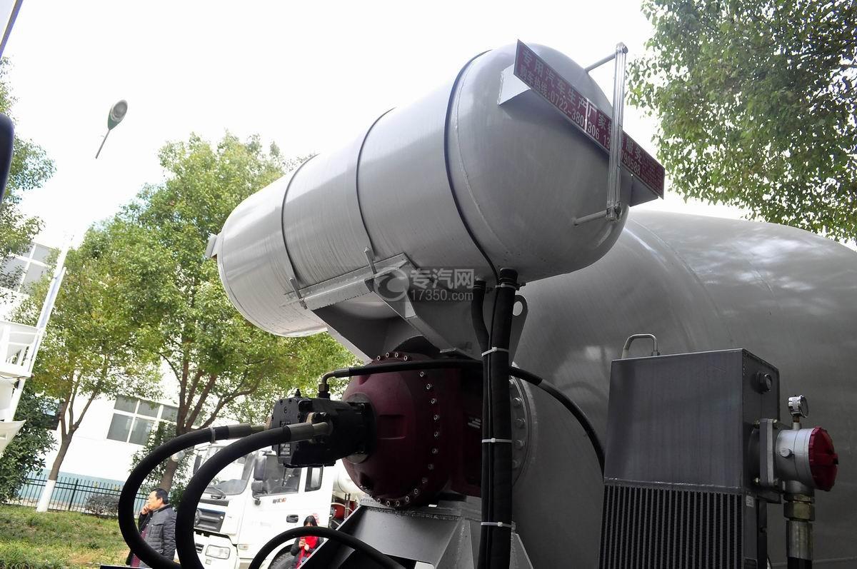 重汽斯太尔前四后八混凝土搅拌车水箱