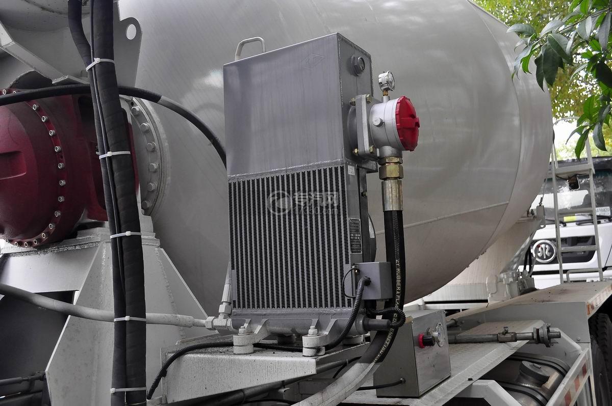 重汽斯太尔前四后八混凝土搅拌车散热器