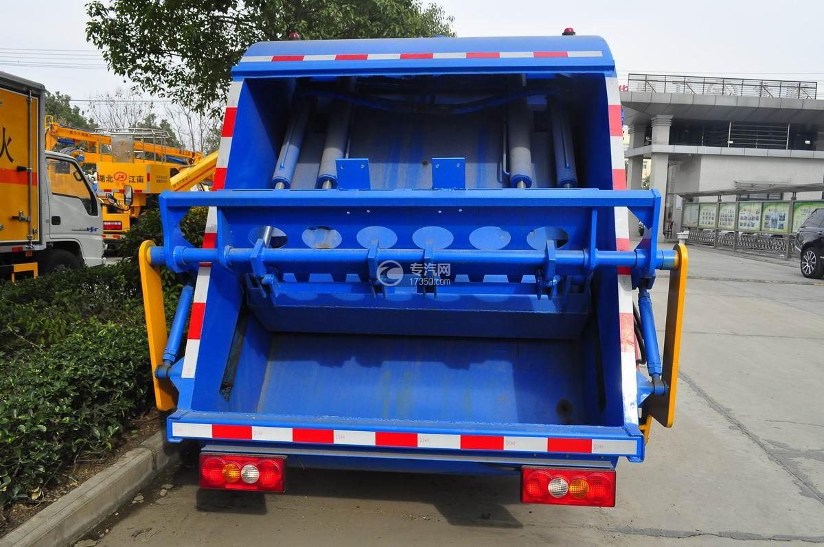 江铃顺达压缩式垃圾车后面图