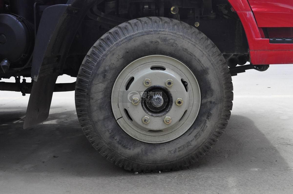 重汽豪曼单桥平板运输车前轮轮胎