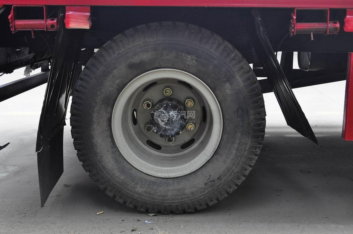 重汽豪曼单桥平板运输车后轮轮胎