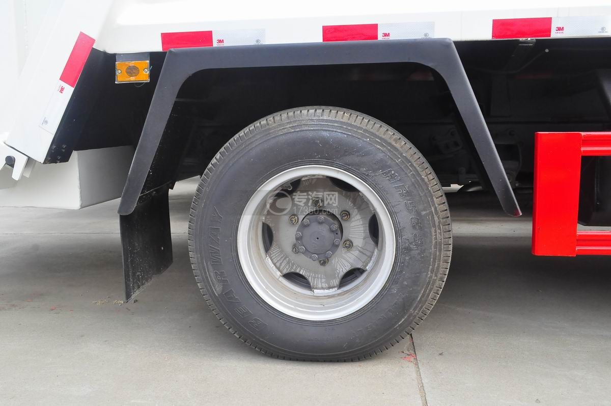 东风福瑞卡压缩式垃圾车后轮轮胎