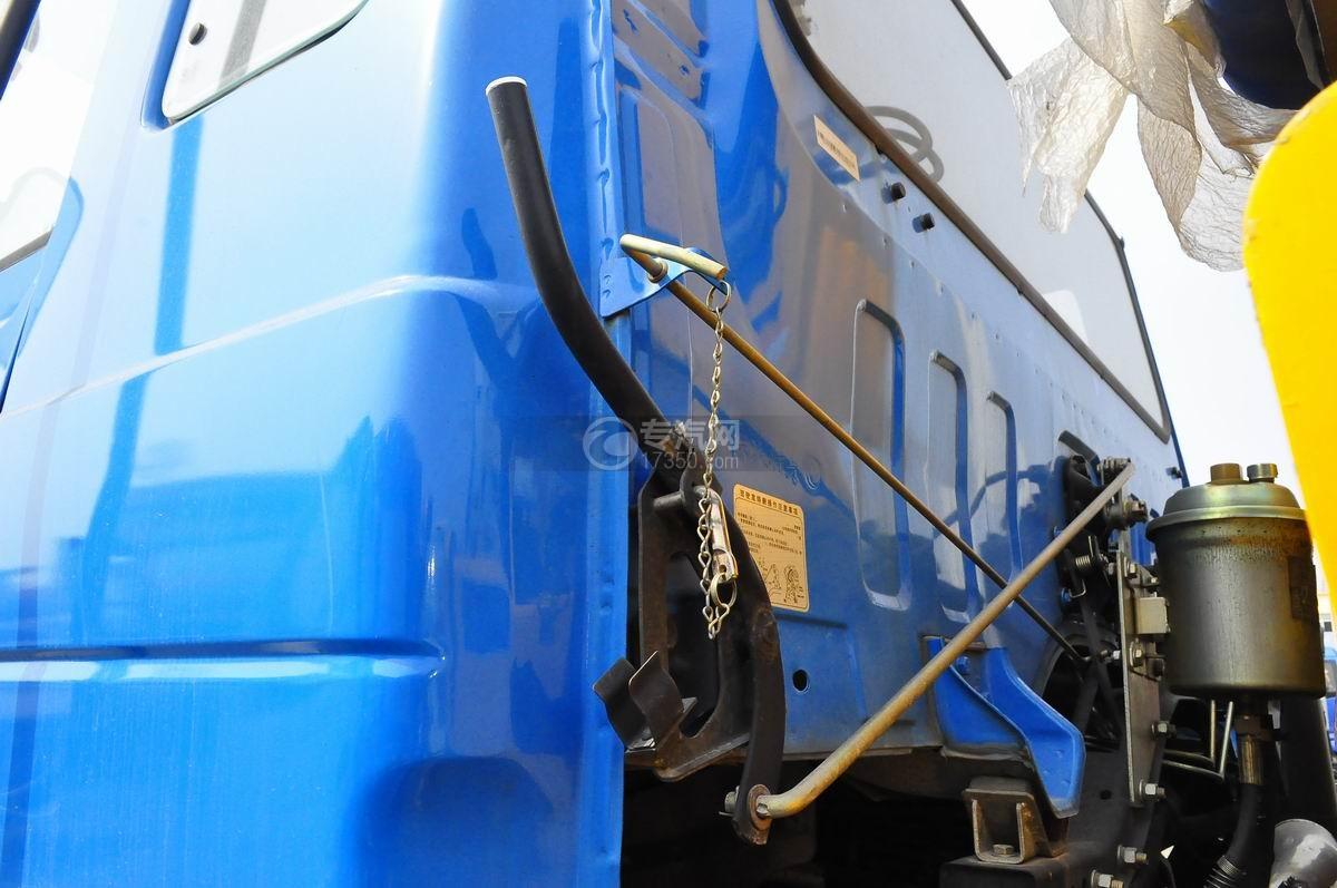 东风153小三轴徐工12吨直臂随车吊驾驶室翻转机构