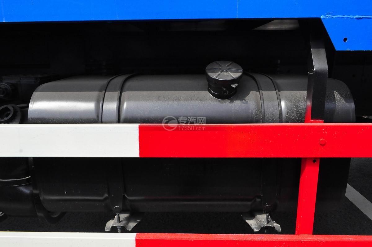 东风153小三轴徐工12吨直臂随车吊油箱