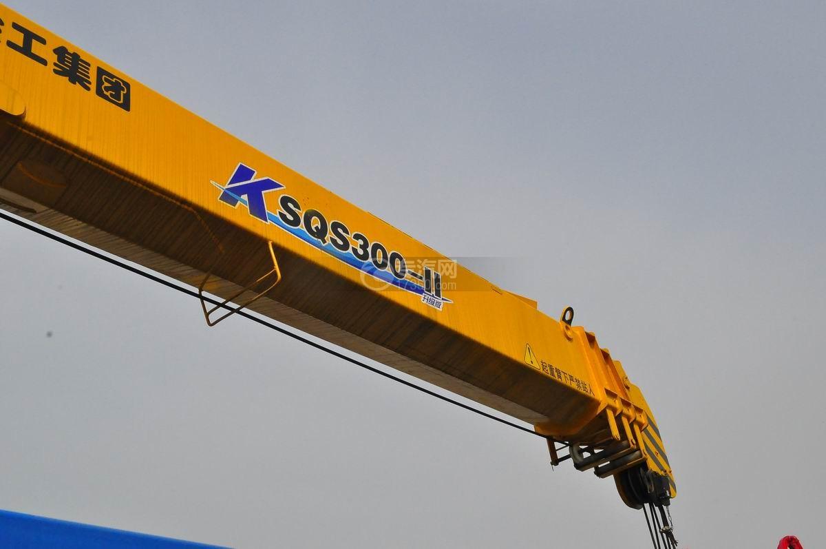 东风153小三轴徐工12吨直臂随车吊吊臂