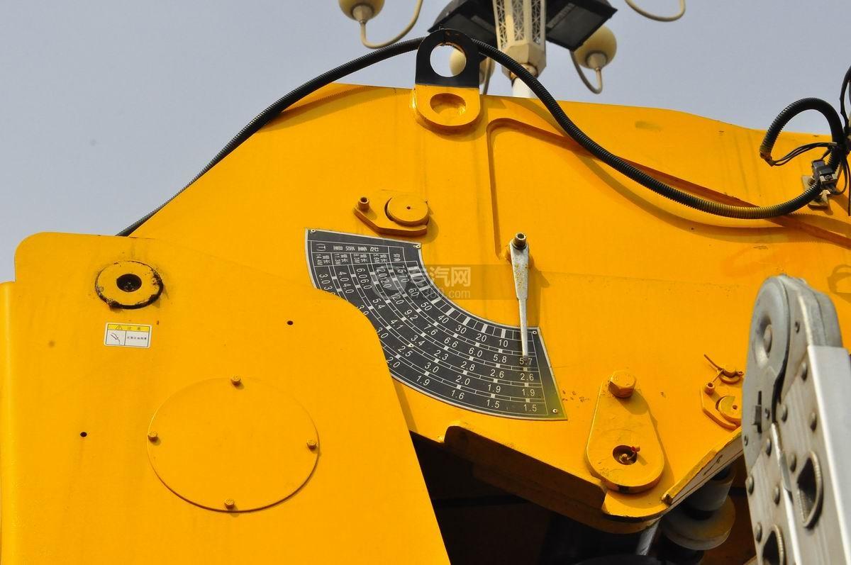 东风153小三轴徐工12吨直臂随车吊左刻度盘