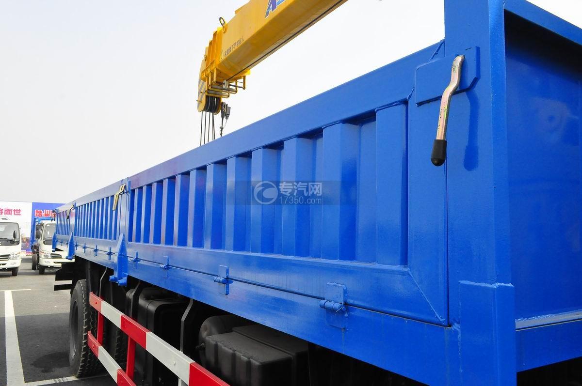 东风153小三轴徐工12吨直臂随车吊车厢