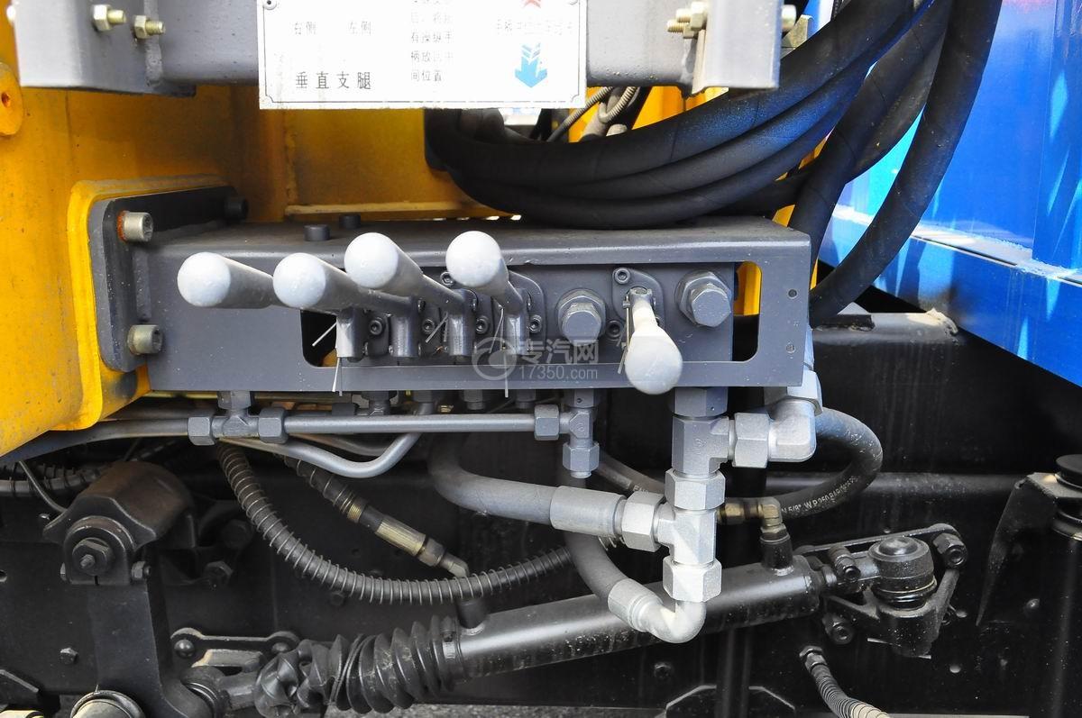 东风153小三轴徐工12吨直臂随车吊操纵杆装置2