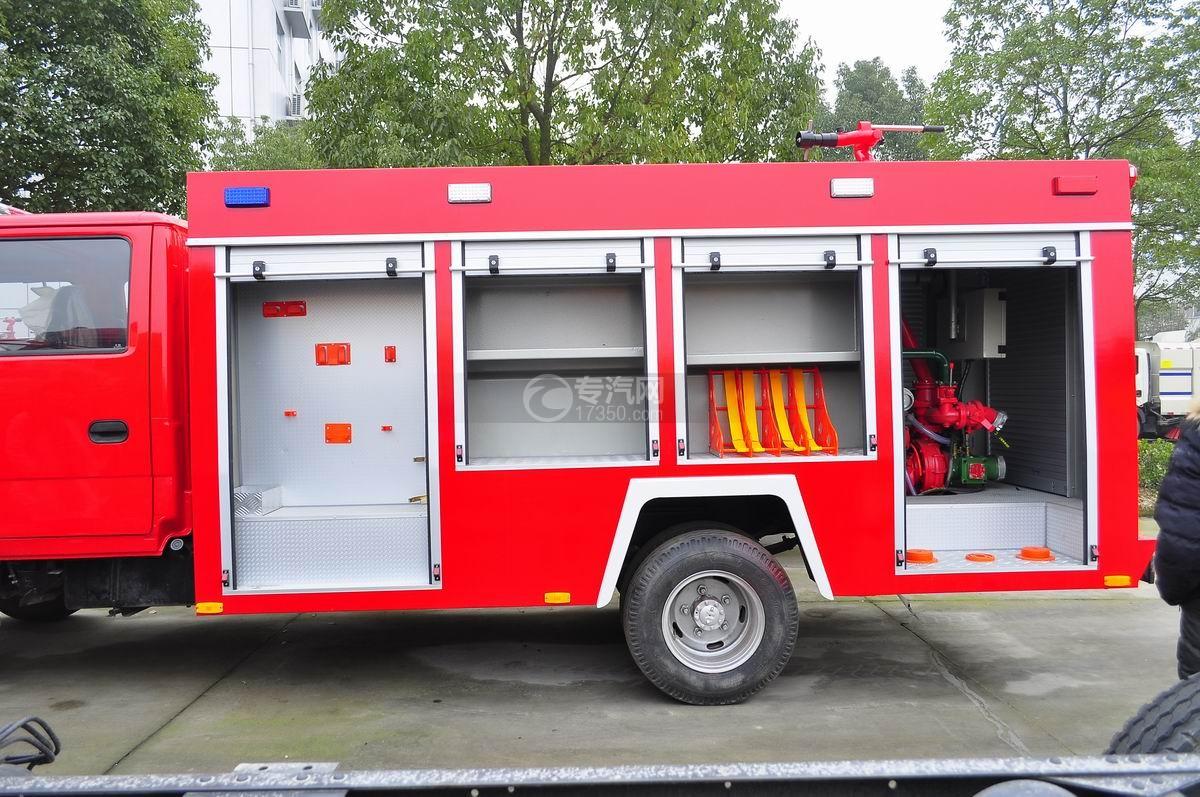 五十铃水罐消防车整车泵室内部构造