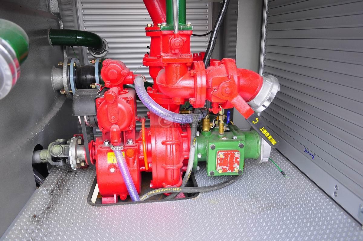五十铃水罐消防车消防泵