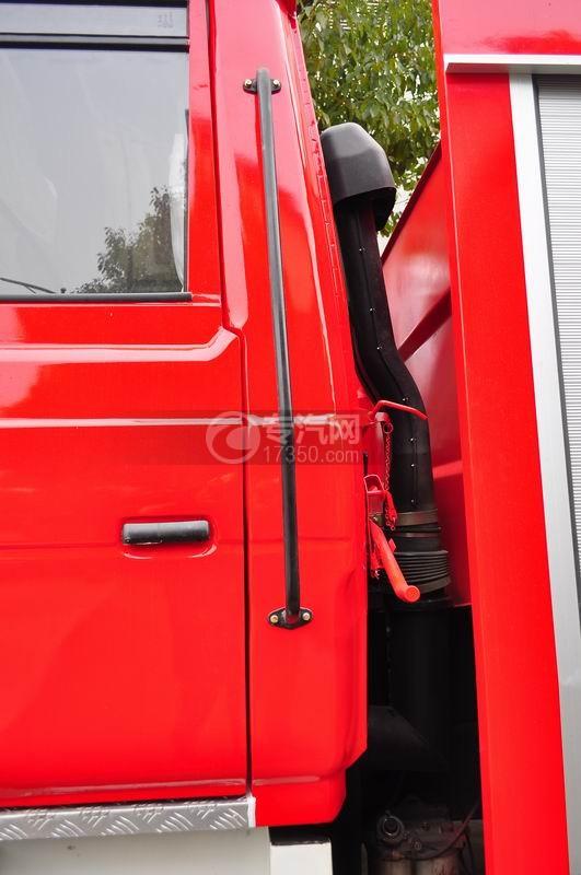 东风153水罐消防车空气进出口装置