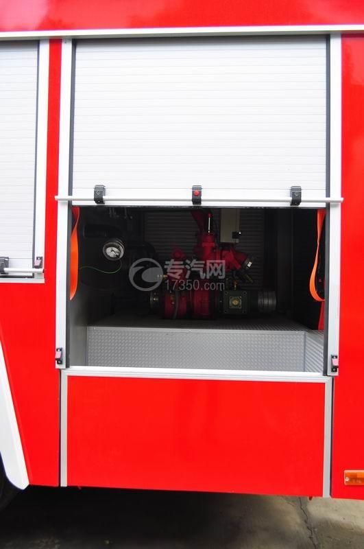 东风153水罐消防车卷闸门半开启状态