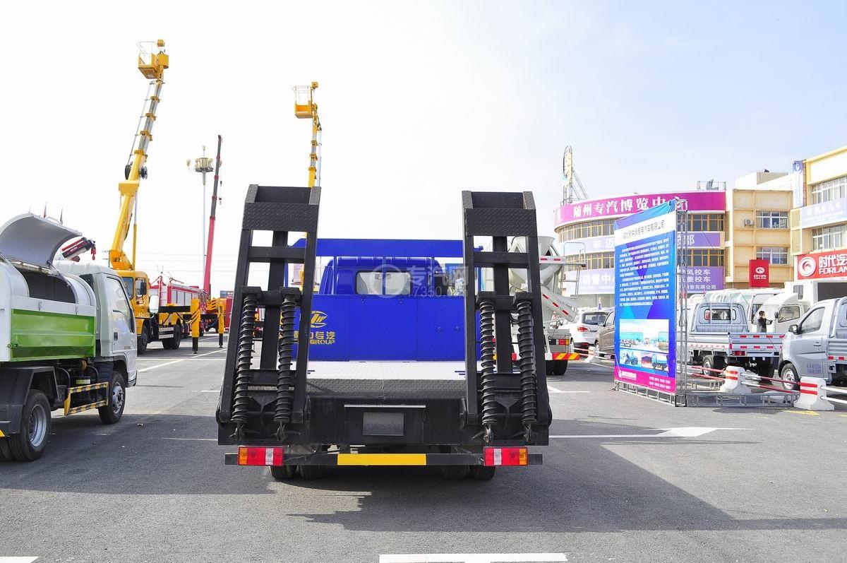 福田时代中驰D2平板运输车后面图