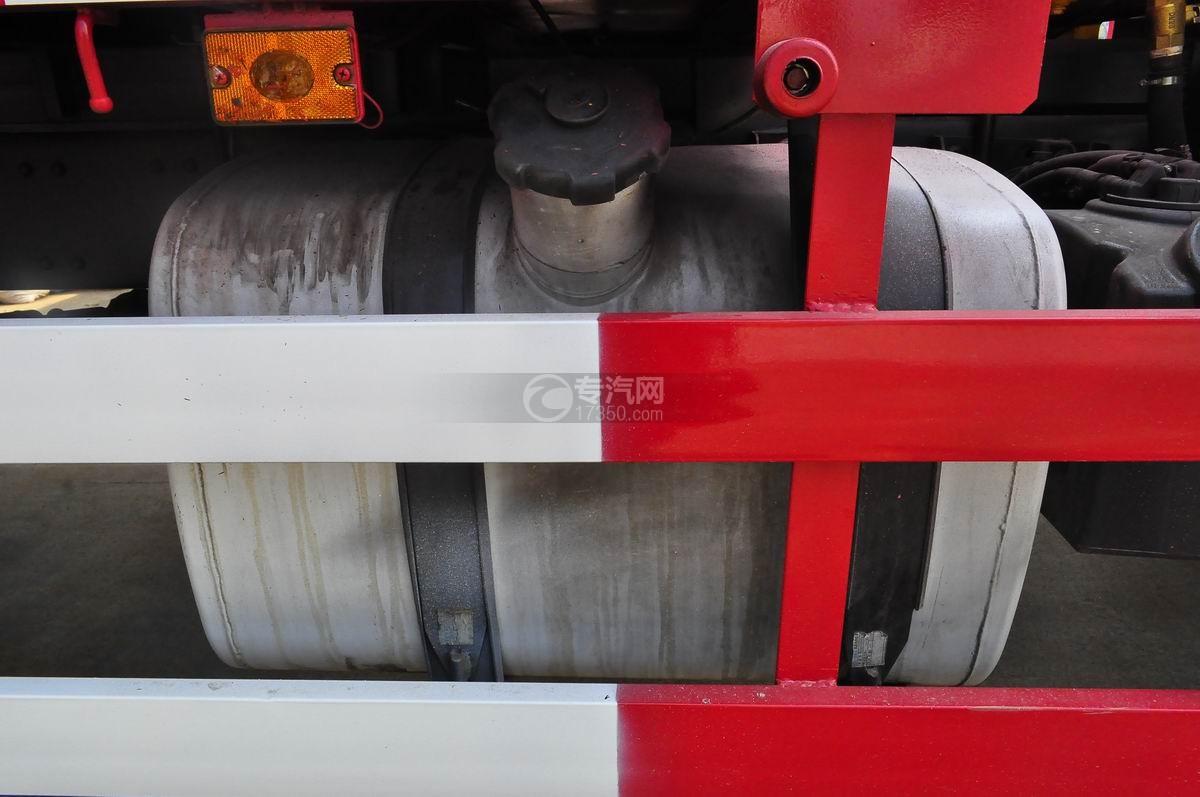 解放J6单桥3.5吨直臂随车吊油箱
