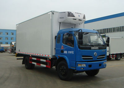 东风多利卡排半6.15米冷藏车