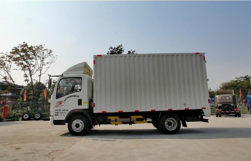 重汽豪沃统帅129马力4.2米单排厢式运输车