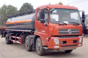 东风天锦小三轴19.6方易燃液体罐式运输车