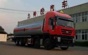 红岩杰狮前四后八26.4方易燃液体罐式运输车