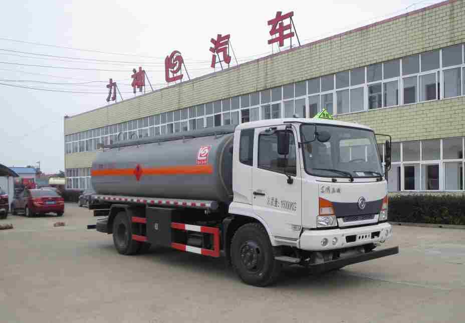 东风嘉运11.1方易燃液体罐式运输车