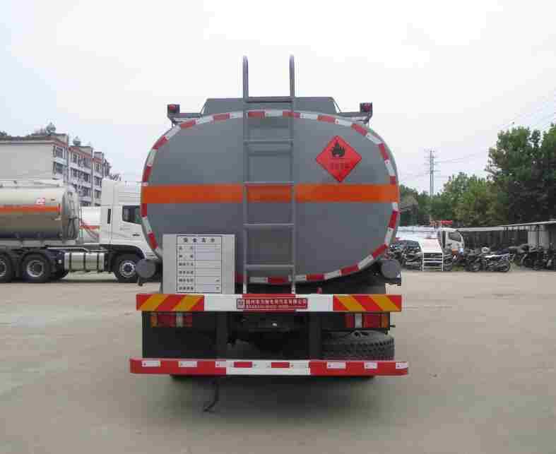 东风嘉运11.1方易燃液体罐式运输车后面图