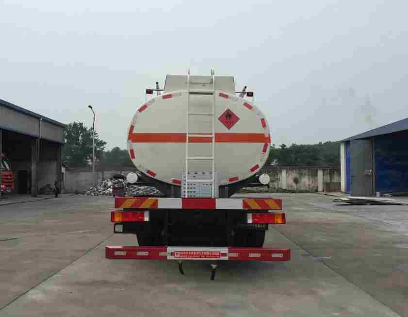 解放J6小三轴19方铝合金易燃液体罐式运输车后面图